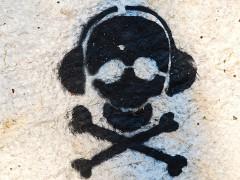 Graffiti: Totenkopf mit Kopfhörer