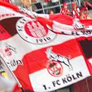 Fahnen von Köln und Pauli in der Kölner Südkurve